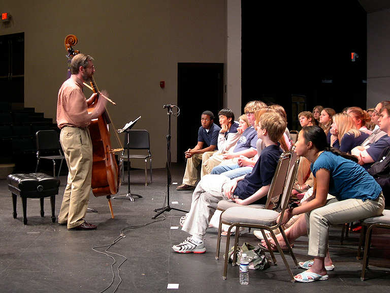 Jerry Fuller working with students of the Midwest Young Artists. Photo by Robert Osterlund